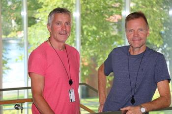 Dag Arne Danielsen (t.v) og Erik Høiland samarbeider tett med Eltel Networks om målerbyttene.  Foto: Kjell Løyland.