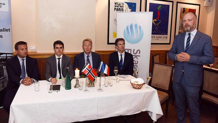 Sammen om fornybarsatsing: Xavier Pontonte og Philipe Merino, Air Liquide, Knut Barland, Frode Halvorsen og Kristian Norheim (Skagerak Energi under mandagens pressekonferanse. FOTO: BJØRN HARRY SCHØNHAUG