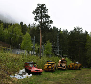 TIL MUSEUM: Neida, Magne Wraa skal ikke på museum, men det skal tre gruvedumpere og en veasel som står lagret ved Sundsbarm kraftverk i Seljord. Nå skal de få nytt liv på Norsk Fjellsprengningsmuseum på Lillehammer. FOTO: BJØRN HARRY SCHØNHAUG