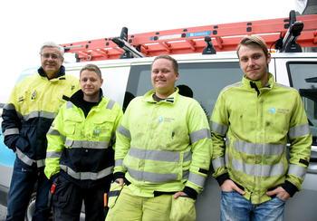STOLTE: Geir Døvle Svendsen (fra venstre), faglig leder for lærlingene, er stolt av nyansettelsene sine. Tor Olav Fjeldheim, Arne Kristian Lia og Anders Høgseth er stolte av at de som 20-åringer allerede har en fast jobb å gå til.
