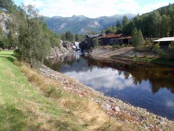 Vallaråi sett fra Sundsbarm Kraftverk mot Lakshøl.  FOTO: ØYSTEIN KILDAL / SKAGERAK KRAFT