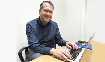 Seksjonssjef IKT i Skagerak Nett, Jan Rondeel, jakter ny medarbeider. Foto: Thor Bjørn Omnes