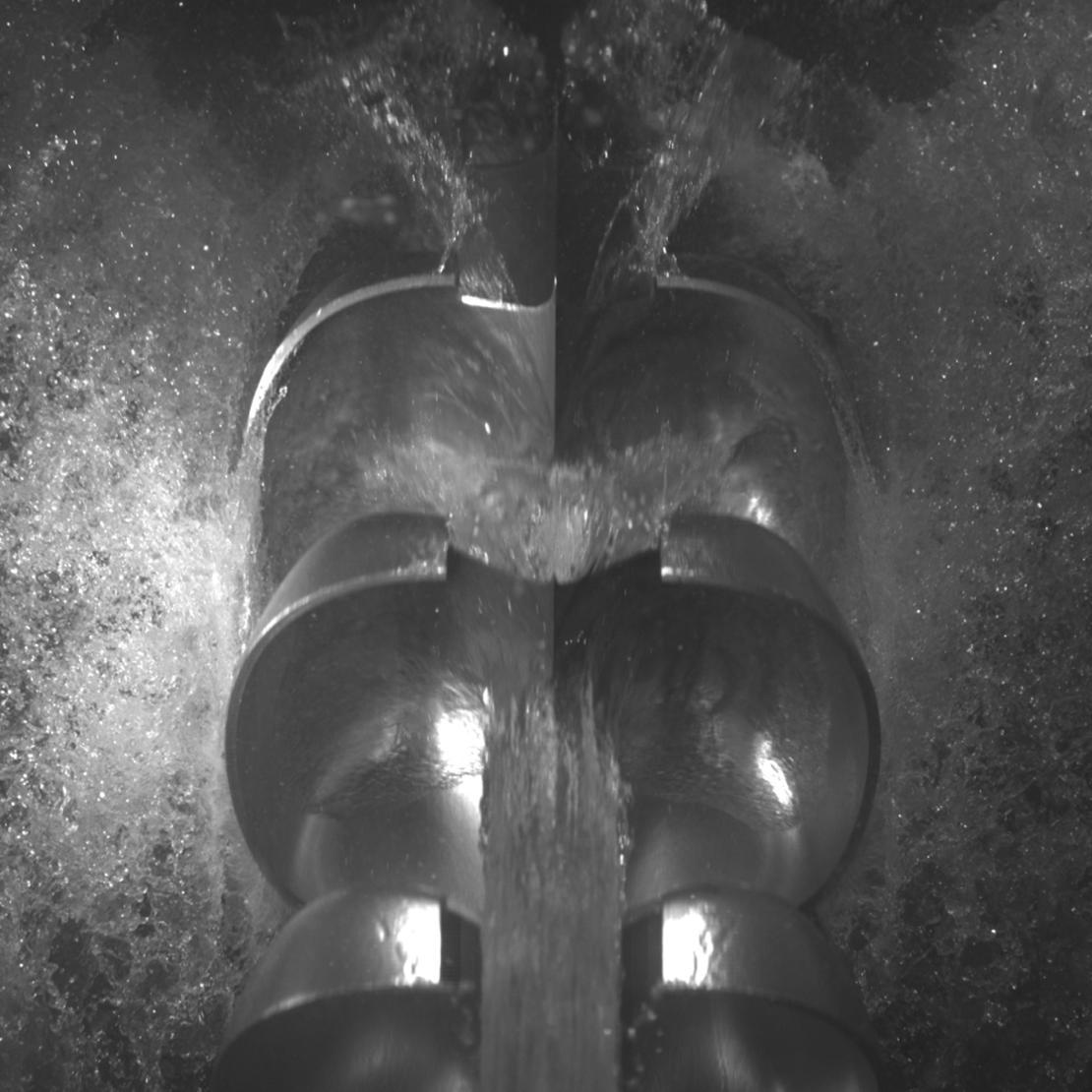 Vann på skovler på peltonturbin