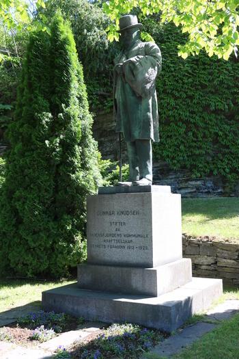 Statue av Gunnar Knudsen