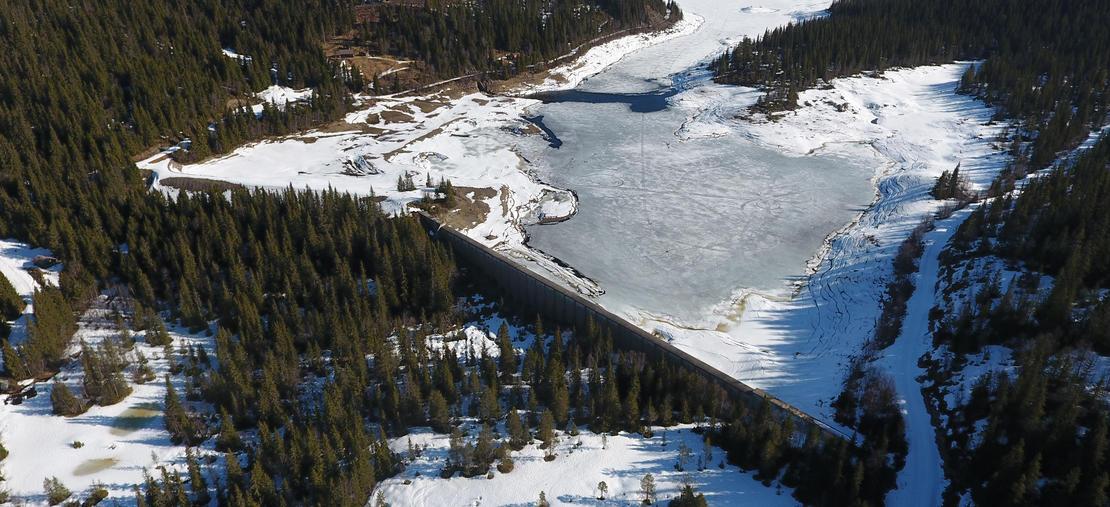 Dam Breidvatn ved snøsmelting