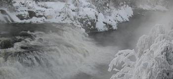 Vinterbilde fra Omnesfossen