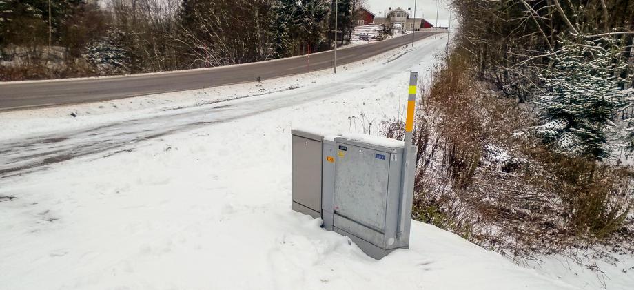 Kabelskap i kryss med litt snø.